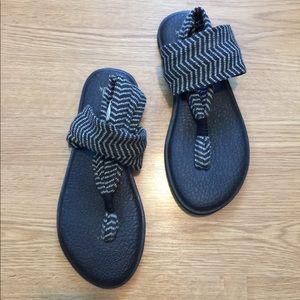 SANUK // Yoga Sling Sandal